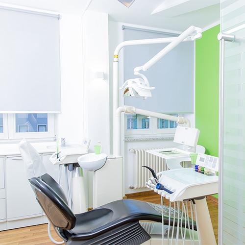 Zahnarzt Pfaffenhofen - Dr. Hörauf - Behandlungsstuhl in der Praxis